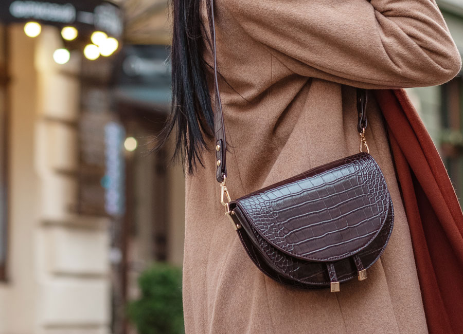 Le sac besace a bandouliere style boheme ou citadin